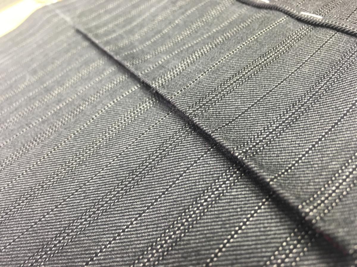 Come si realizzano le tasche laterali di una giacca?